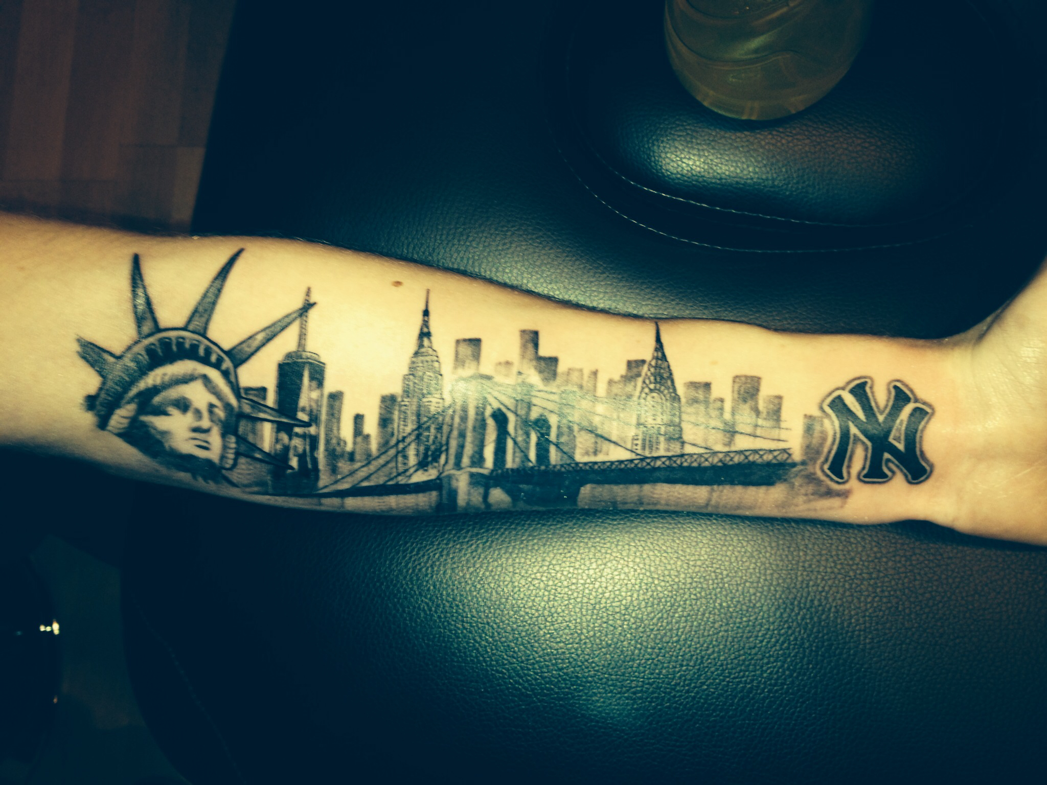 25 inspiring statue of liberty tattoo ideas. Black Bedroom Furniture Sets. Home Design Ideas